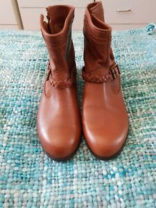 ESPRIT Brown Leather Tassel Flat Ankle Boots Size 38 BNWOT C27