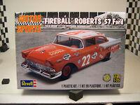 FIREBALL ROBERTS 1957 FORD SPORTS SERIES 1:25 SCALE REVELL PLASTIC MODEL CAR KIT