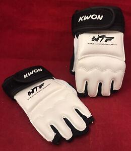 Kwon World Taek Wondo Federation Hand Protector Size Small