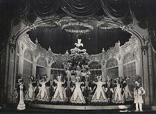 Théâtre des Folies Bergères : Revue costumes époque empire , Les années 50