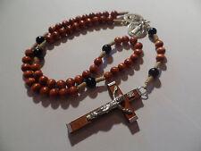 Rosenkranz mit 5x10 Perlen in hellbraun und schwarz und großem Kreuz