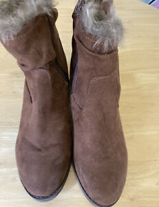 Womans Boots Size 4 Brown