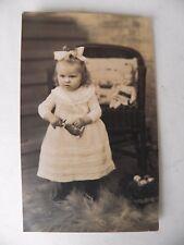 1920 Foto AK Ostern Mädchen Spielzeug Osterhase Puppe Ostereier