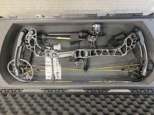 Mathews Triax Compound Bow RH 70# - 26.5 Inch DL with Accessories & SKB case