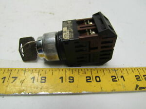 Fuji Electric AH22-J3A 3 Position Keyed Selector Switch /Key & 600V 10A Contacts
