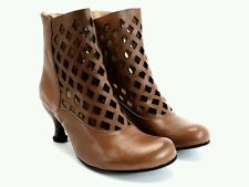 JOHN FLUEVOG BELLEVUE DEVERE US 9.5 BOOTS in CUT-OUT BROWN LEATHER