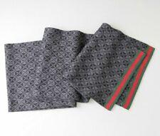 Écharpes et châles noirs Gucci pour femme