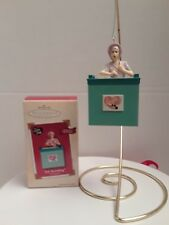"Hallmark Keepsake ""Job Switching"" I Love Lucy Christmas Ornament with movement"