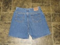 LEVIS RELAXED FIT DENIM SHORTS SIZE 18W