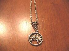collier chaine argenté 46 cm avec pendentif oiseaux dans rond diam 20 mm