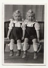 Vintage RP photo sweet little twins girls nice dress hairstyle 1940s  (F2276