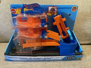 Hot Wheels City Super Spin Dealership - Connects to other sets - Complete - Used