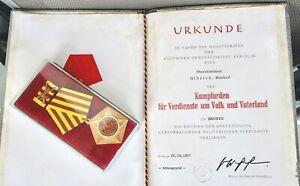 NVA-Kampforden im Etui + Urkunde für einen Stabs-Offizier / Oberstleutnant 1977