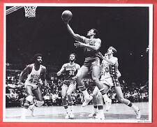 1976  KINGS @ NETS  GLOSSY    8 X 10   ORIGINAL ACTION  PHOTO