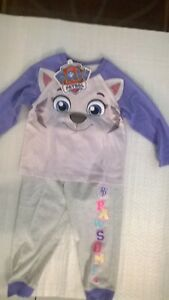 Paw Patrol / Everest / P.J. Set / Girls / Sizes 2, 4 And 5.