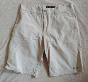 Oakley Golf Light Gray Stretch Nylon Activewear Flat-Front Shorts Men's 33 EUC