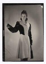 PHOTO ANCIENNE MODE FASHION Femme Studio Vers 1940 Manteau Sac Coiffure Gant