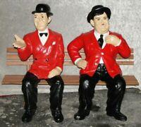 Wunderschöne Figur LAUREL HARDY DICK UND DOOF Auf Der Bank Skulptur Werbefigur R