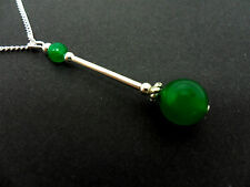 A LOVELY GREEN JADE BEAD  PENDANT NECKLACE.  NEW.