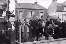 WW2 - Femmes tondues sur le char des collaboratrices à Cherbourg le 14 Jul 44