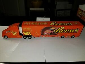 KEVIN HARVICK #21 05  REESE'S TRANSPORTER KENWORTH ACTION 1/64