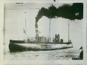 German submarine Deutschland left Baltimore's port, USA, 1916. - 8x10 photo