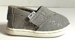 Toddler Toms CLASSIC SLIP ON Drizzle Gray grey foil peace signs Size 4 4T NWOT
