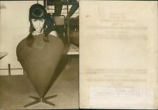 Paris, salon de l'ameublement, chaise danoise Vintage silver print