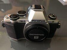 Olympus OM-D E-M10 (solo corpo) + impugnatura Ecg-1