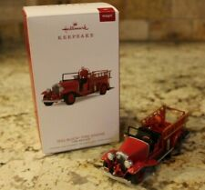 2018 Hallmark Fire Truck 1932 Buick Fire Engine - Lighted - NIB