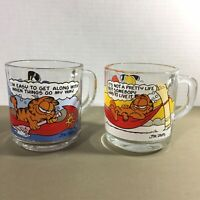 Lot of 2 vtg Garfield glass mugs McDonalds Odie cartoon comic strip cat 1978 70s