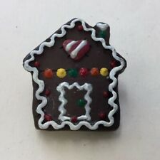 Vintage Christmas Holiday Plastic Gingerbread House Pin Tp61