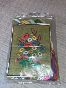 "Family Circle Crewel Embroidery Kit ""Field Flowers"" Set"