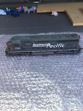 Athearn BB HO Southern Pacific SD45 Powered Locomotive #7522  Weathered.