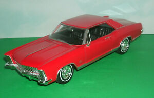 1/25 Scale 1965 Buick Riviera Gran Sport Coupe Diecast Model - Welly 24072 Red