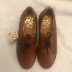 Dawn Deluxe ladies bowls shoes. Size 4.5 Lace-up. Leather uppers.