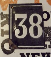 Ancienne plaque émail bombé n°38 numéro de rue