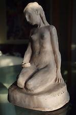 Frauenakt-Sitzend. Keramik, modelliert, signiert: Hausner.