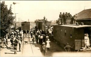 C51-7955, TRAIN STATION SCENE, 1900-10S, REAL PHOTO POSTCARD.