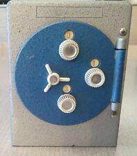cassaforte salvadanaio giocattolo vintage in metallo anni '70 Polistil