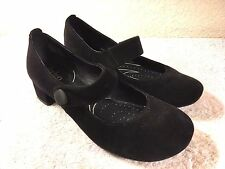 Indigo women's black shoes low heels size 6 M Nice Shape!!