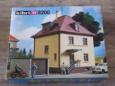 KIBRI 8200  H0 - Bausatz 2-gesch. Wohnhaus mit Flachdachgarage in OVP