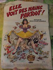 Ancienne Affiche par GOTLIB & SOLÉ 1982 , Elle Voit des Nains Partout !