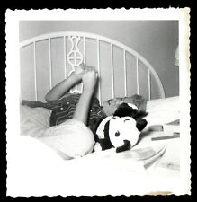 MYSTERIOUS SEXY BLONDE TEEN GIRL in BED w PANDA BEAR DOLL ! 1955 VINTAGE PHOTO!