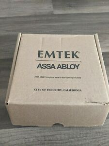 EMTEK ASSA ABLOY #5050HLOUS19 DUMMY SQUARE ROSETTE HELIOS LEVER OPEN READ!