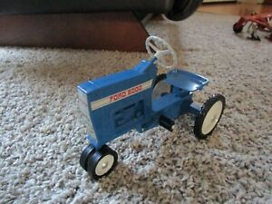 Ford New Holland Farm Toy 8000 Pedal Tractor Displayed Only 1/8th scale