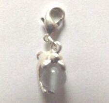 charms argentée dauphin perle oeil de chat en verre grise