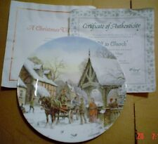 Royal Doulton Collectors Plate OFF TO CHURCH - A CHRISTMAS VILLAGE
