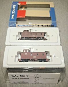 Walthers HO Scale Burlington Route 30' Wood Caboose 2 Pack #932-27503 ~ TS