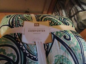 Pottery Barn Teen Paisley Perfect Comforter  Full queen New